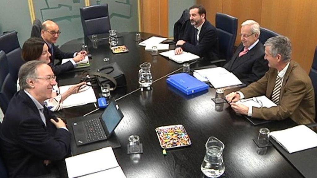 La comisión de expertos del Parlamento Vasco registra tres textos diferentes para la reforma del Estatuto de Gernika