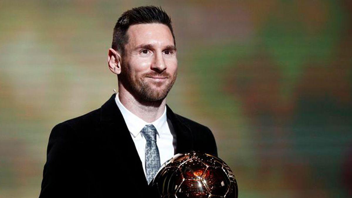 Mateo Messi se da cabezazos para celebrar el balón de oro de papá