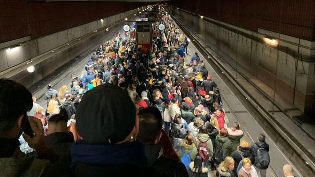 Los usuarios del transporte público de Madrid se recalientan en la semana del clima