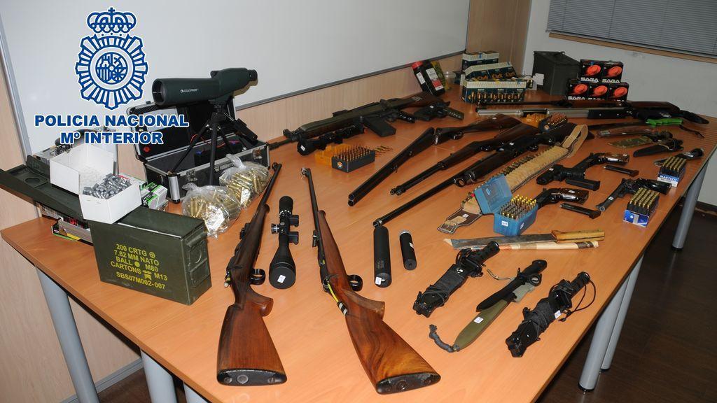 Detenido un hombre por tener en casa un asenal de arma de guerra y municiones, en Martorell