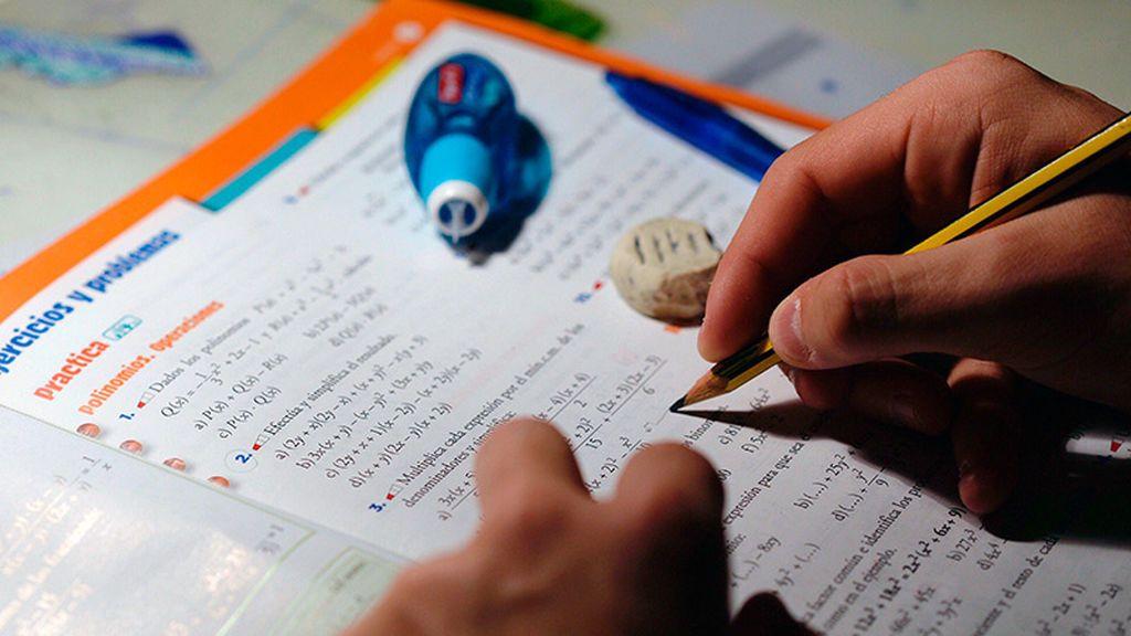 Los alumnos gallegos van un curso y medio por delante que los de Ceuta en ciencias, según PISA