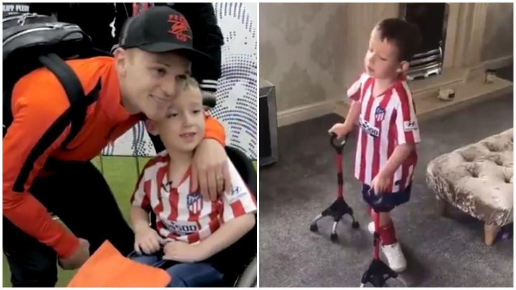 Harry, el niño inglés de 8 años con espina bífida que realiza las sesiones de rehabilitación con la camiseta del Atlético de Madrid