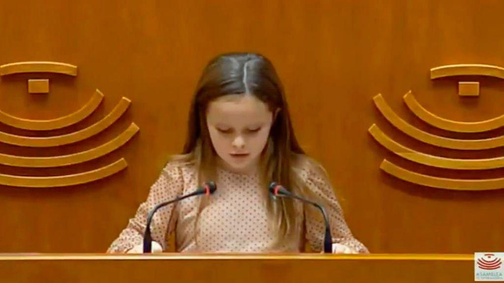 Emotivo discurso de una niña transexual en la Asamblea de Extremadura