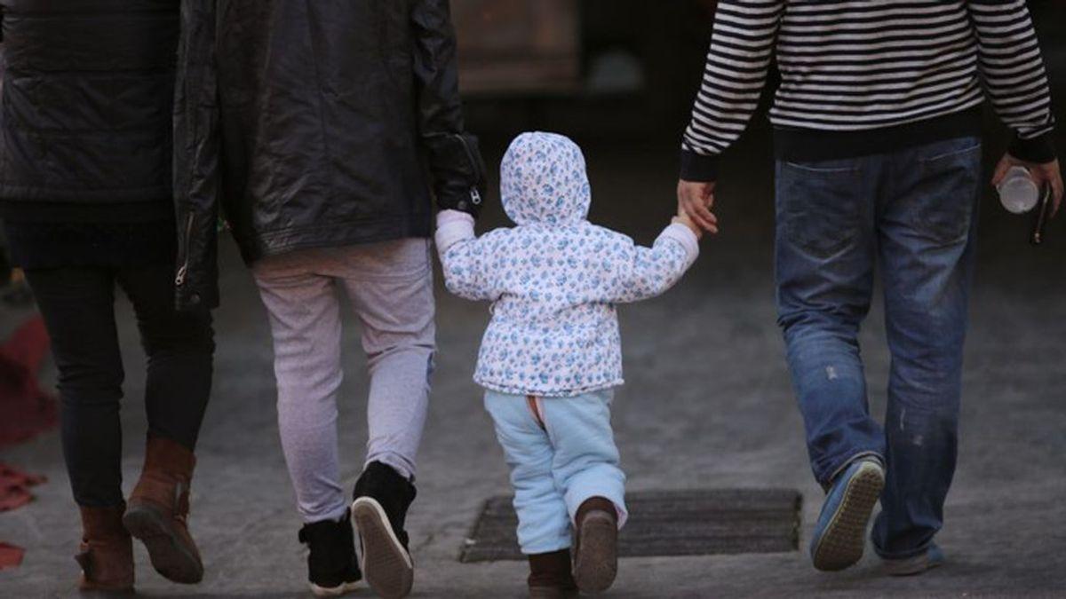La primera pareja transgénero británica permite que su hijo de 5 años siga sus pasos