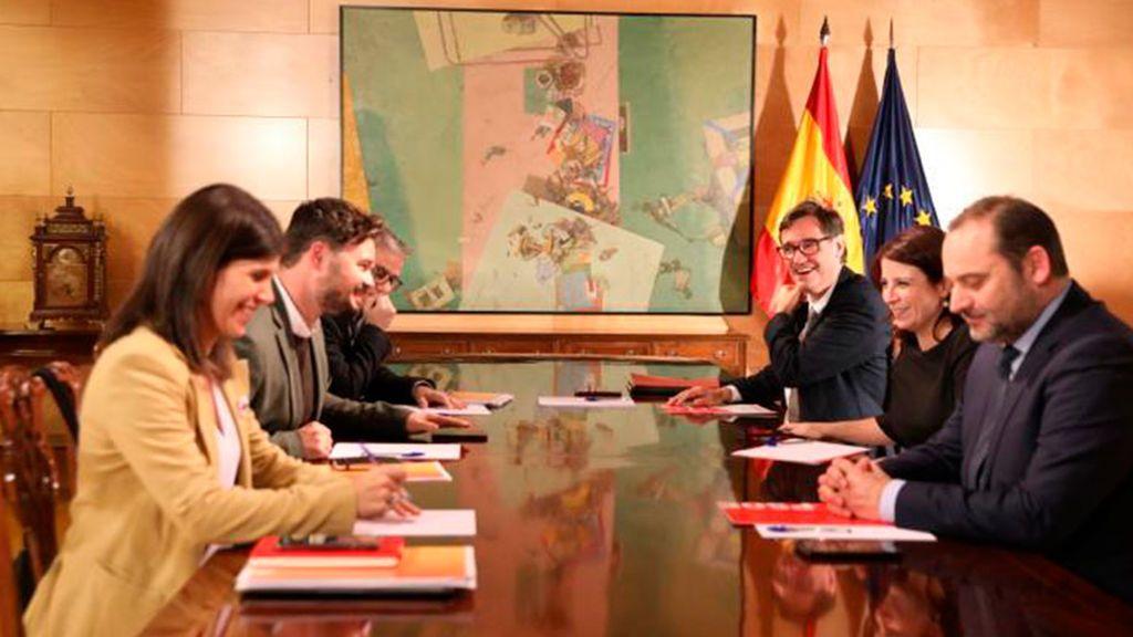 Concluye la segunda reunión de investidura entre PSOE y ERC