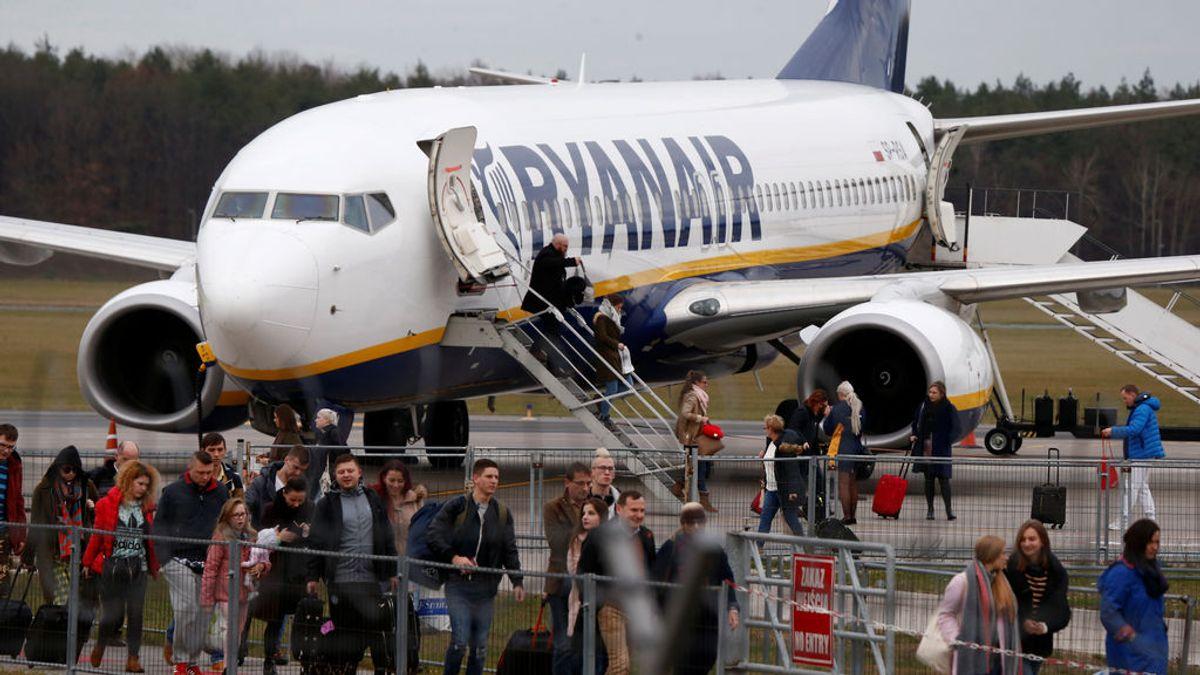 """Viajeros que siguen volando con Ryanair denuncian que: """"Nos han tratado como animales"""""""