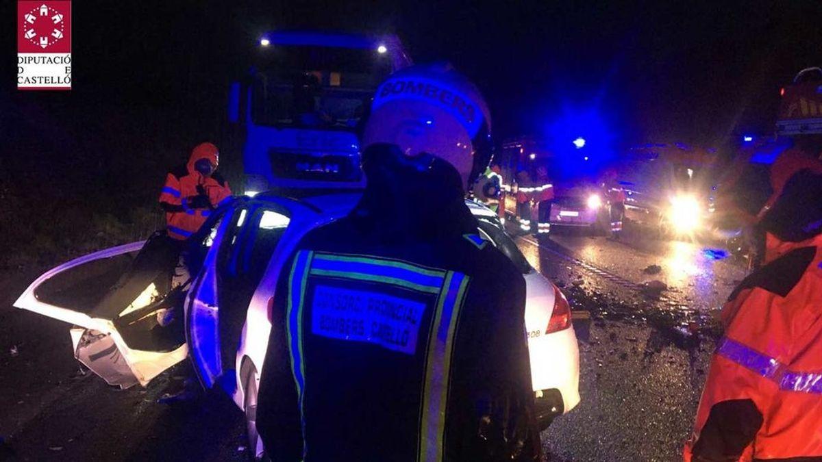 Tres muertos en un accidente entre dos coches y un camión en Castellón