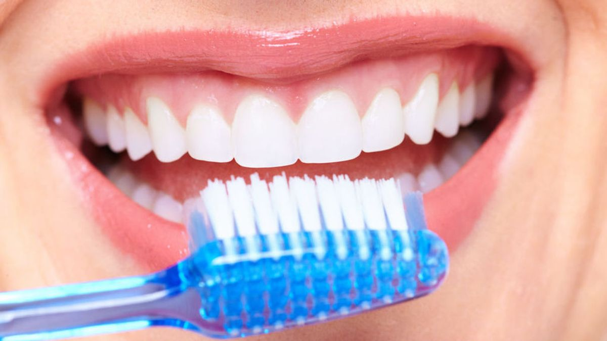 Cepillarse los dientes tres veces al día es bueno para el corazón, según un estudio
