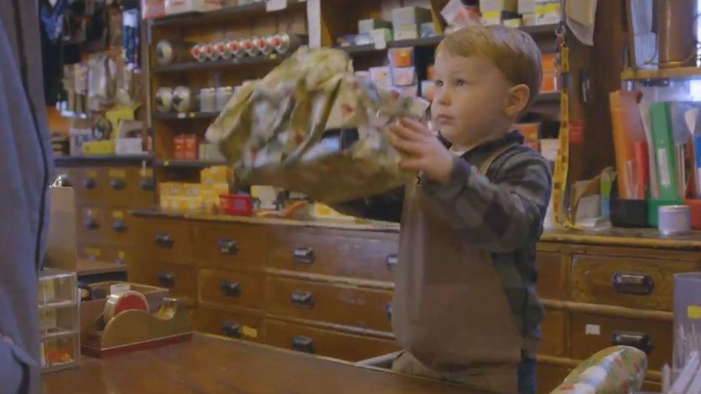 La conmovedora historia del pequeño Arthur para que la gente entre en la tienda de su papá