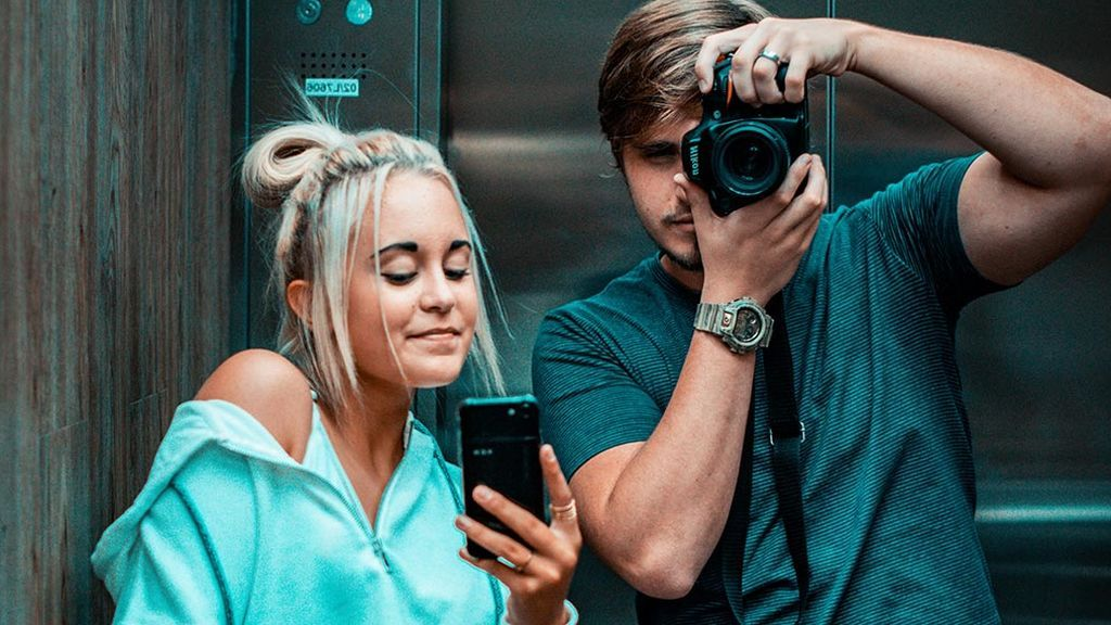 Uno de cada tres universitarios envía fotos provocativas o de contenido sexual desde su móvil