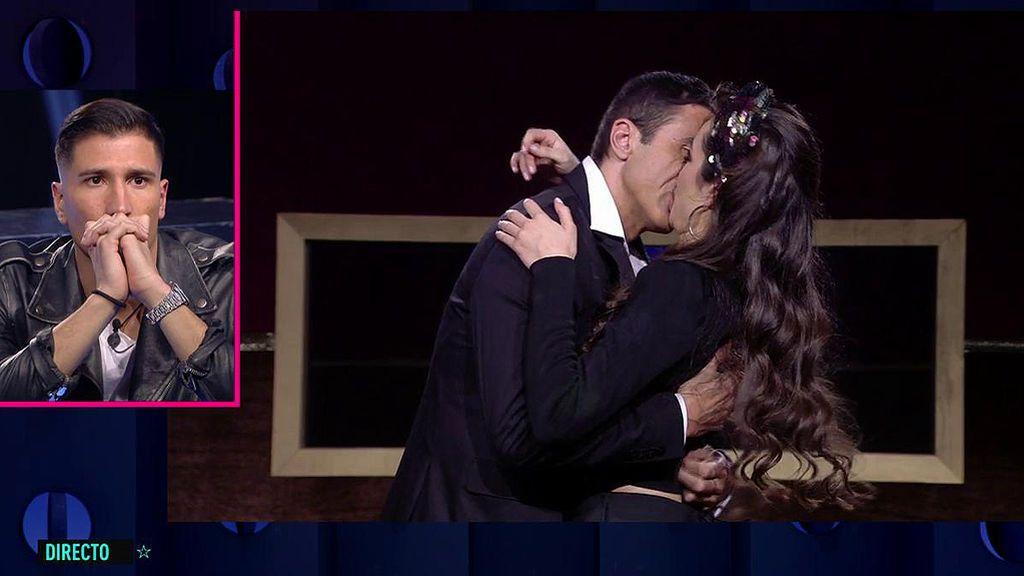 El reencuentro de Adara y Hugo Sierra termina en un apasionado beso