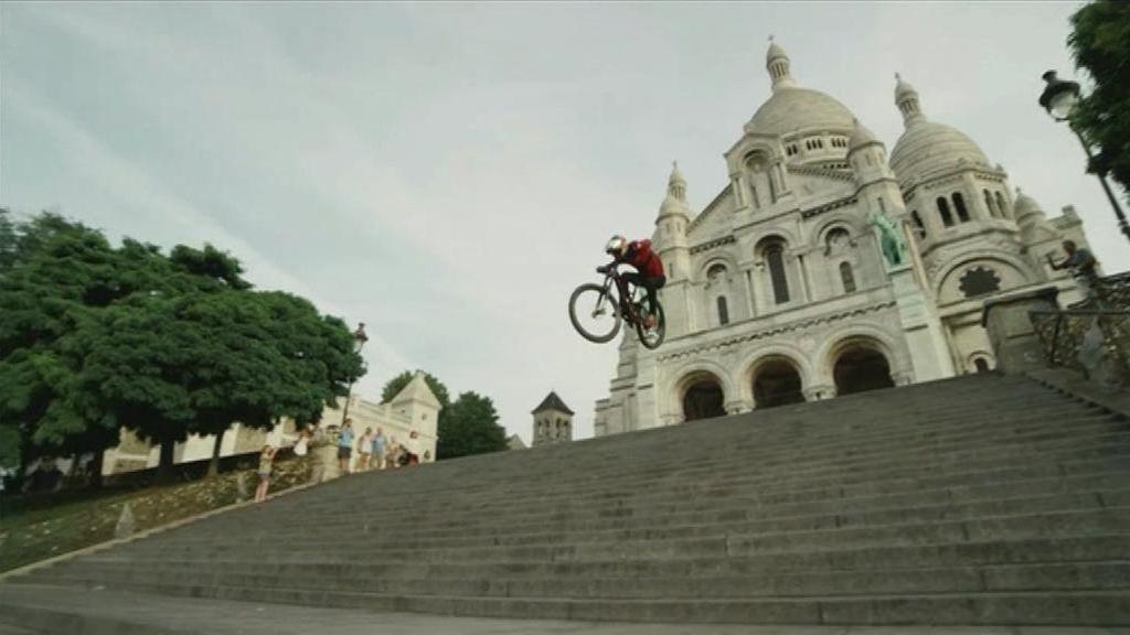 Acrobacias en bici por París