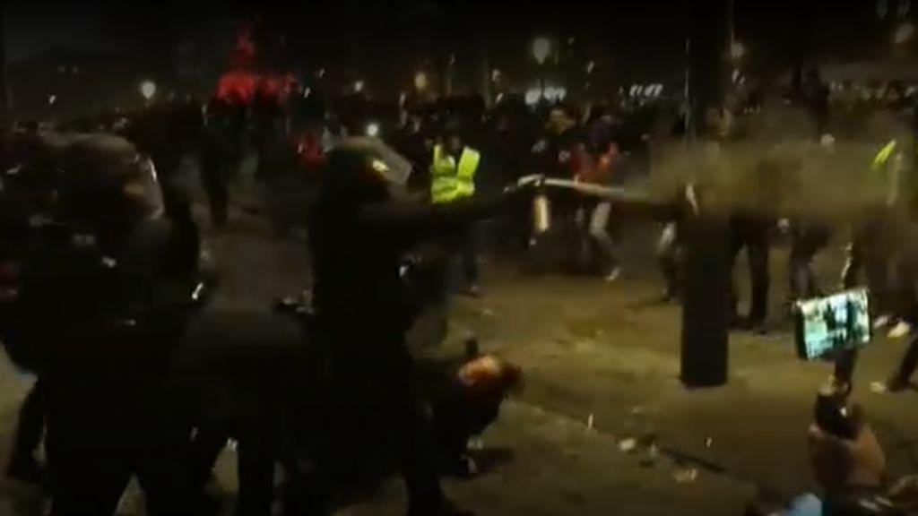 Enfrentamientos entre manifestantes y la policía en París