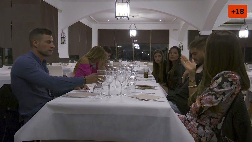 Capítulo 18: Violeta se la lía a Julen en un restaurante el último día de campamento
