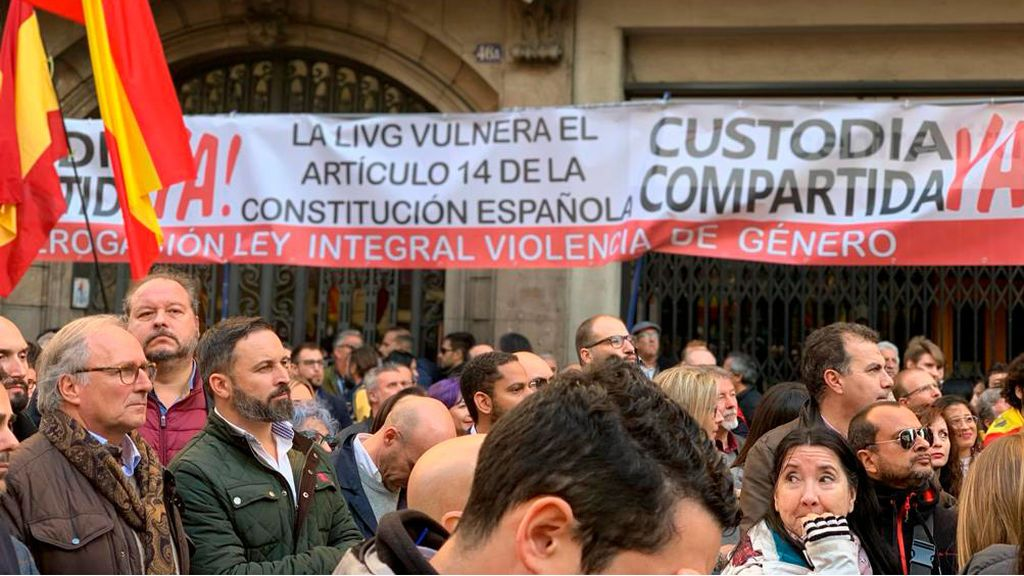 Ciudadanos abandona la marcha constitucionalista en Barcelona por un cartel contrario a la ley contra la violencia machista