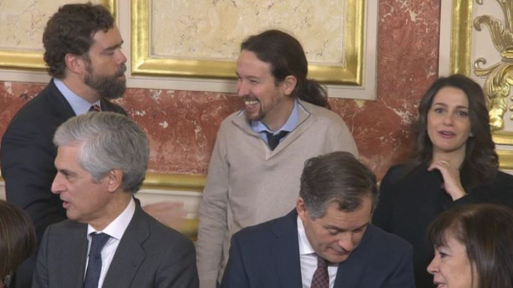 Risas entre Espinosa de los Monteros, Iglesias y Arrimadas