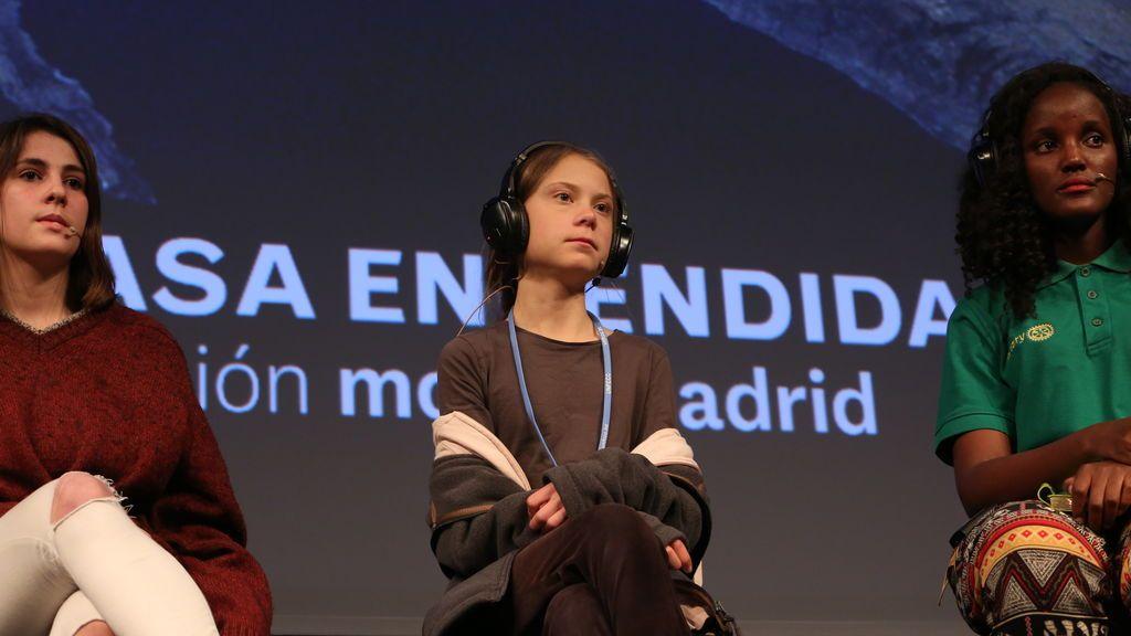 Greta Thunberg y sus compañeros de Fridays for Future en la rueda de prensa de Madrid