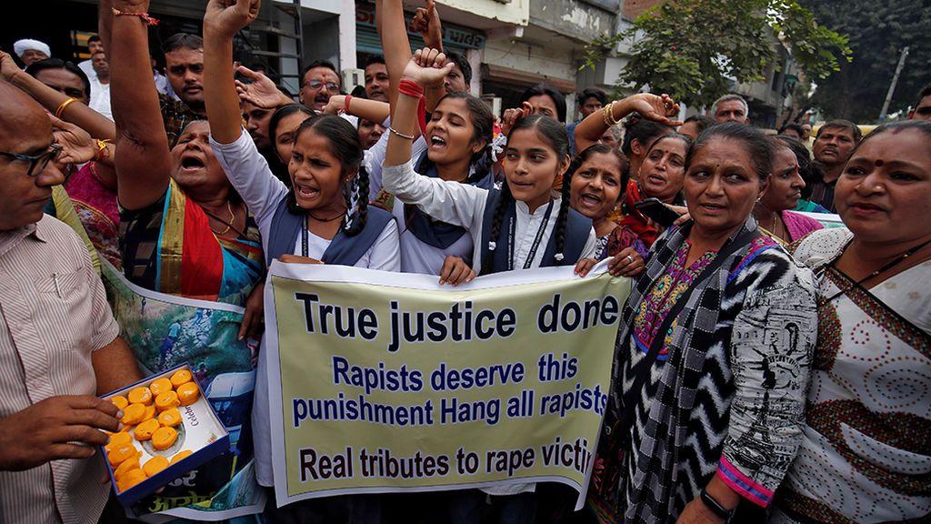 Manifestaciones en la India para exigir justicia contra los violadores