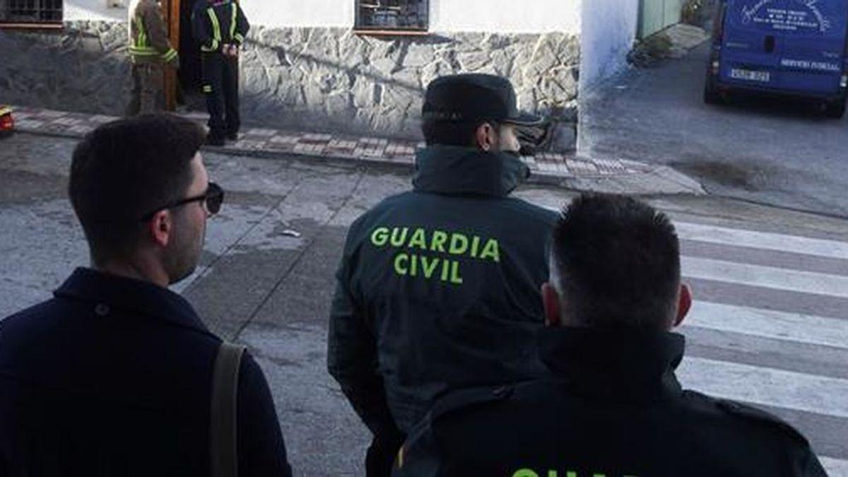 Hallados los cuerpos sin vida de una pareja de ancianos en el interior de un coche en Puente Genil, Córdoba