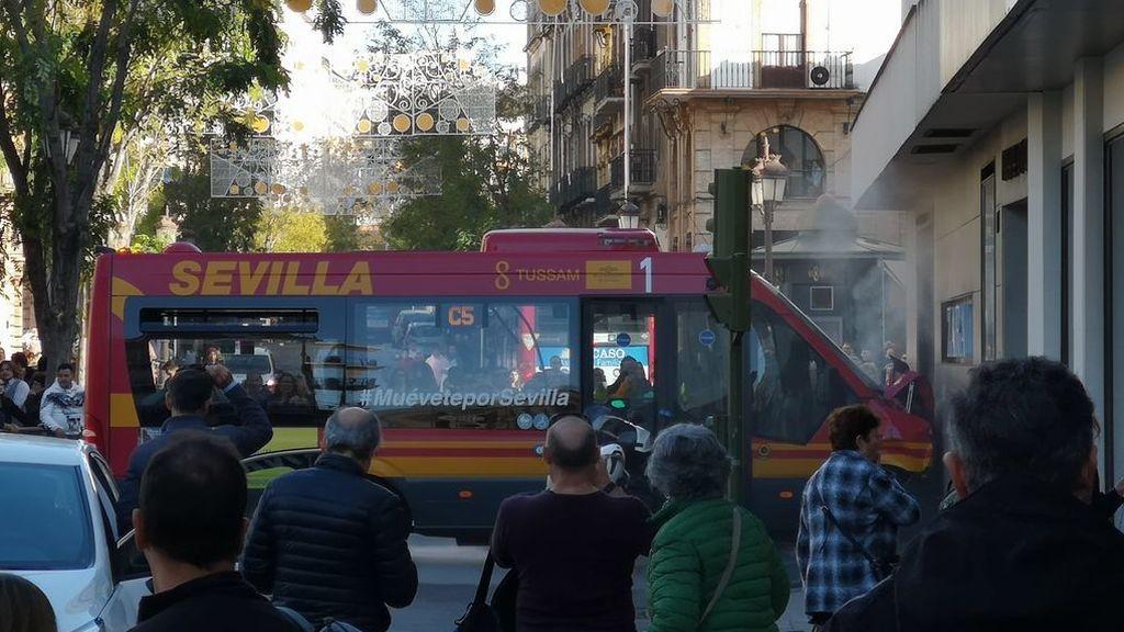 Varios heridos en un accidente de autobús en Sevilla