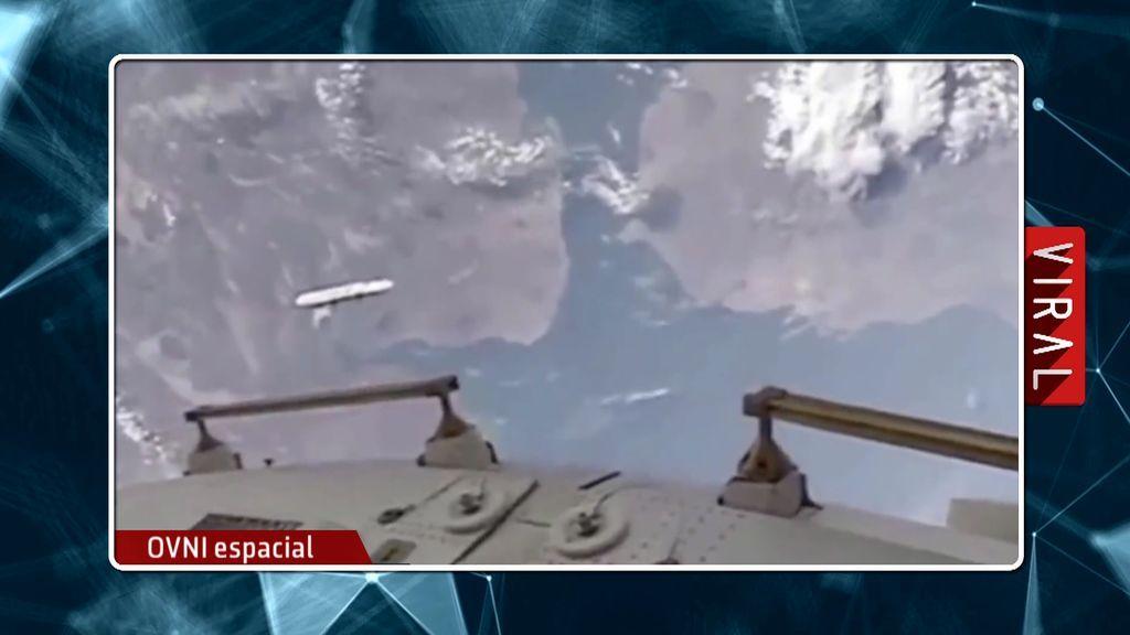 Una cámara de la Estación Espacial Internacional capta las imágenes de un ovni en forma discoidal en medio del espacio