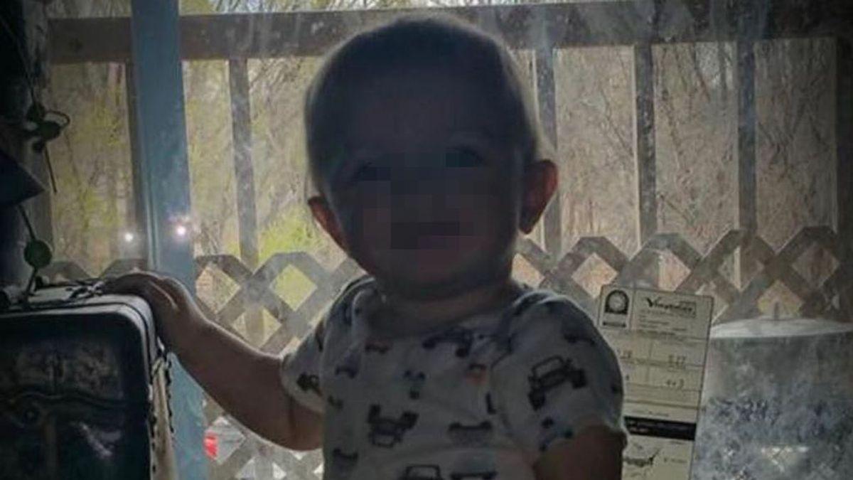 Muere un niño de dos años al dispararse con una arma en la boca pensando que era de juguete