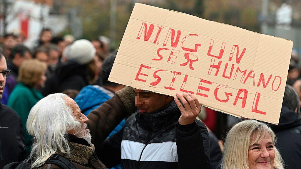 Medio millar de personas se manifiestan contra la criminalización los mena en Madrid