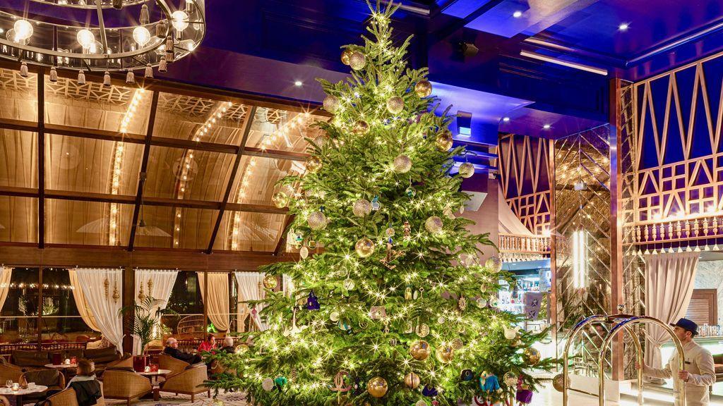 Málaga se une a la guerra de las luces de Navidad con un árbol  de diamantes