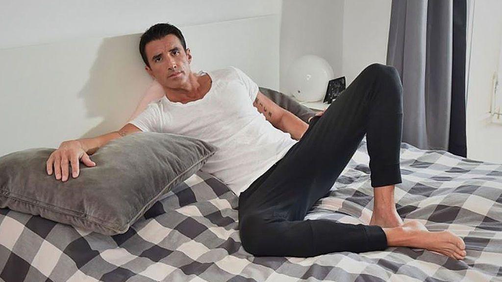 Hugo Sierra dedica una foto en su cama a Adara
