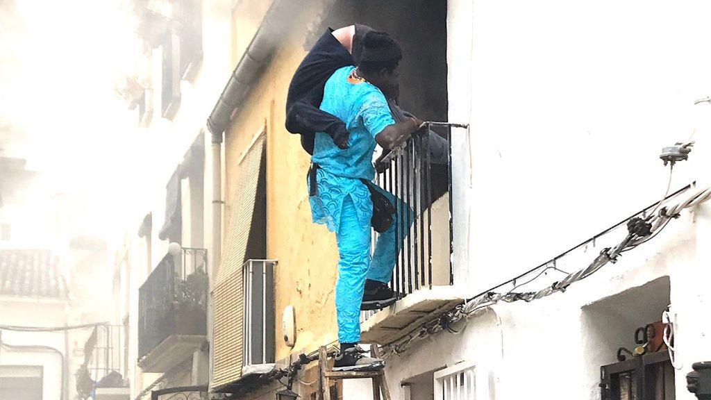Un joven senegalés rescata a un hombre de una casa en llamas