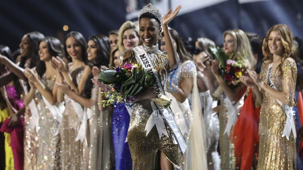 La sudafricana Zozobini Tunzi gana Miss Universo y hace un alegato en favor de la belleza negra