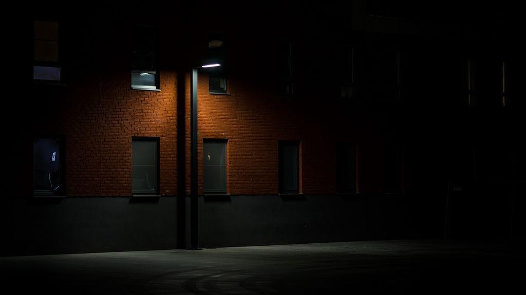 dark-2590544_1280