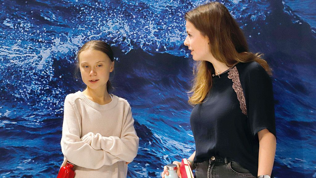 EuropaPress_2539151_10_December_2019_Spain_Madrid_German_climate_activist_Luisa_Neubauer_(R)_speaks_with_Swedish_climate_activist_Greta_Thunberg_as_they_attend_an_event_during_the_UN_Climate_Change_Conference_