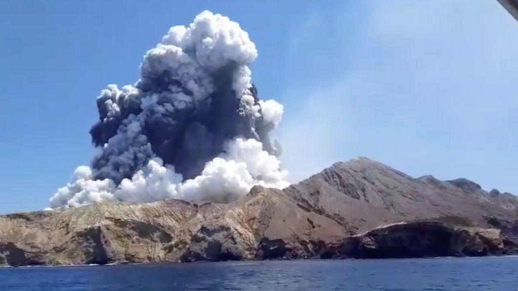 Erupción de un volcán neozelandés y récord de rayos, en el mismo día: estudian si está relacionado