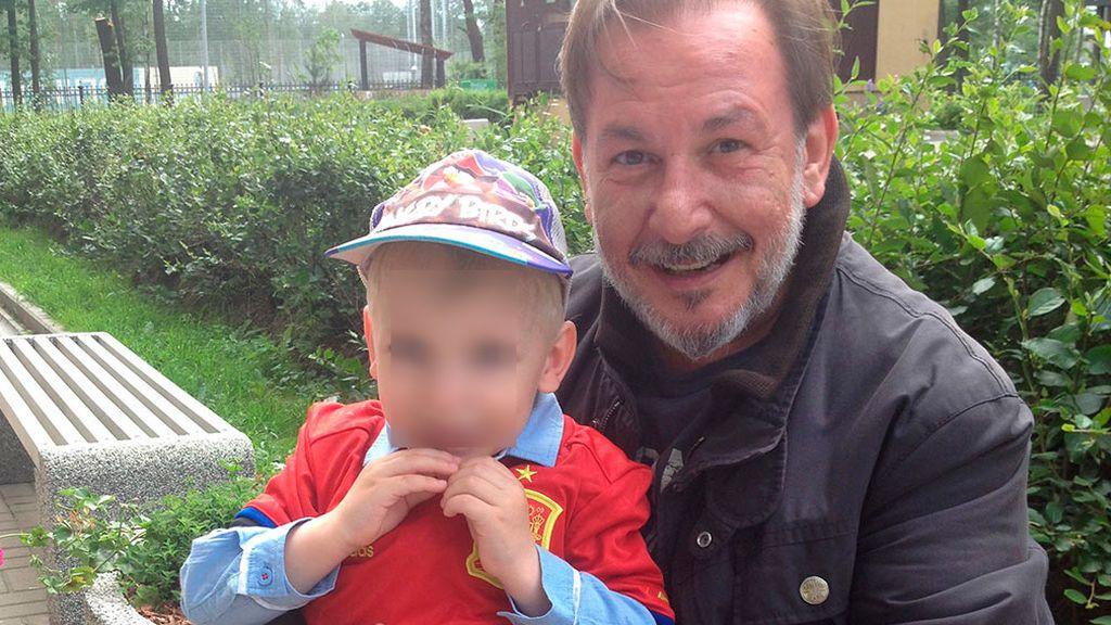 Javier con su hijo