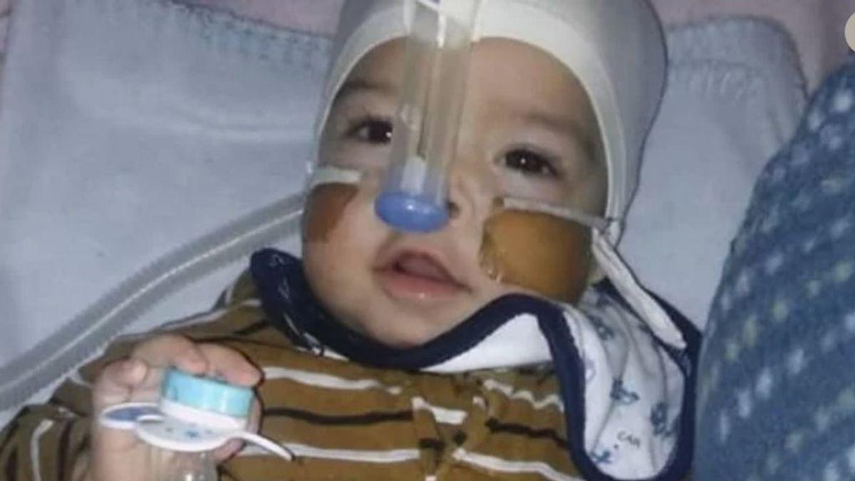 Un bebé con una grave enfermedad necesita leche especial para sobrevivir
