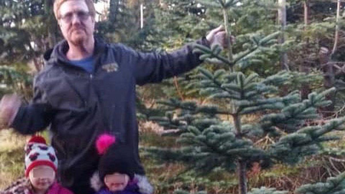 Unas niñas gemelas de 4 años escapan del coche tras un accidente para pedir ayuda: su padre murió en el interior