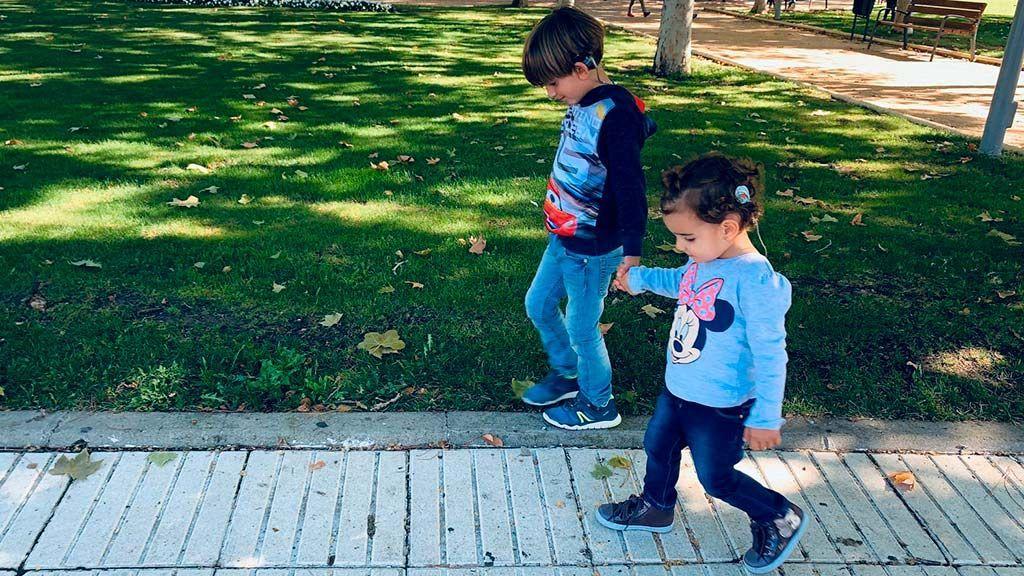 Los niños sordos de Madrid se quedan sin sus apoyos en el cole
