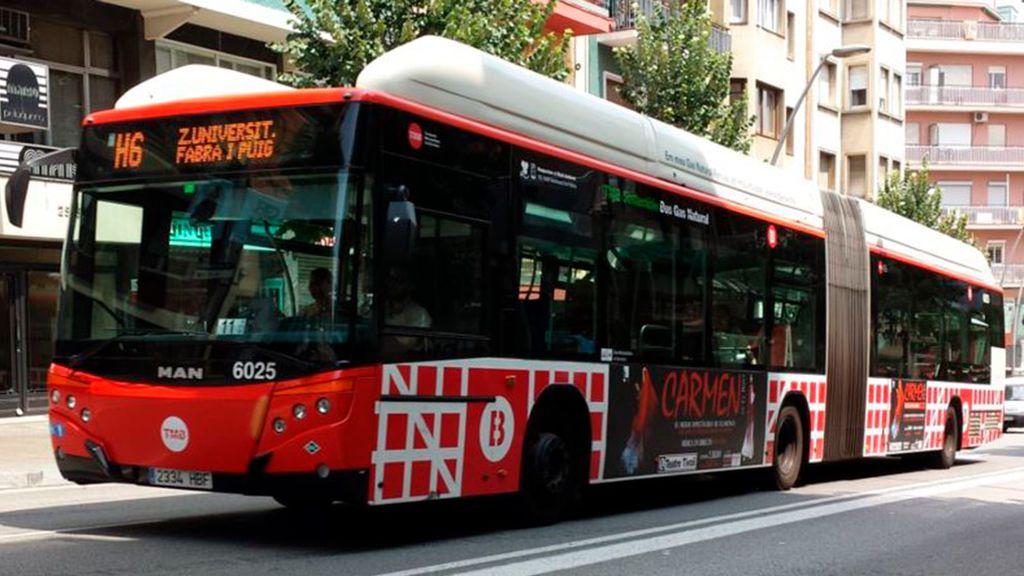 Muere una pasajera de un autobús de Barcelona por un frenazo para no atropellar a un peatón