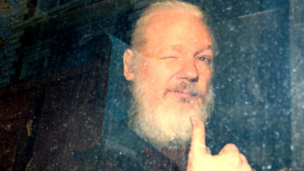 Julian Assange tras ser detenido