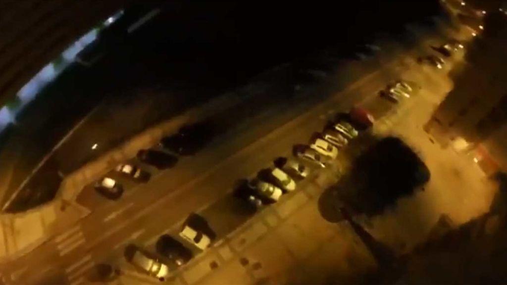 Salta en paracaídas desde un edificio en Burgos en mitad de la noche