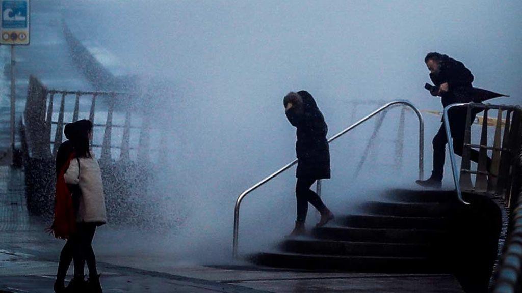 Manual para sobrevivir al mal tiempo: Qué hacer y qué no ante un temporal