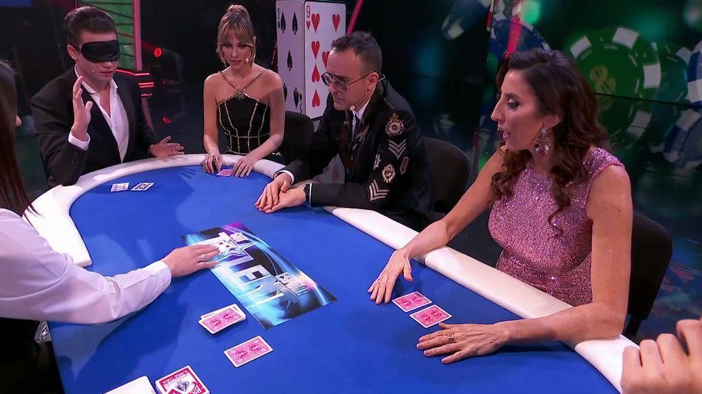 El Magolucass invita al jurado a una timba de póker y adivina sus cartas con los ojos vendados