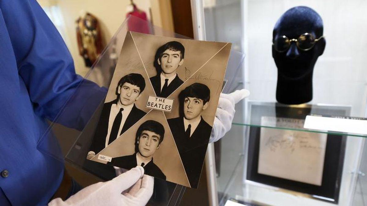 Casi 17.000 euros: las gafas de John Lennon 'valen su peso en oro'