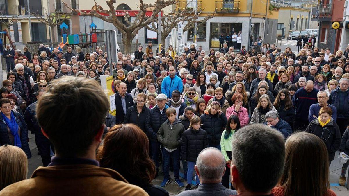 200 personas condenan la muerte de dos niñas en Girona