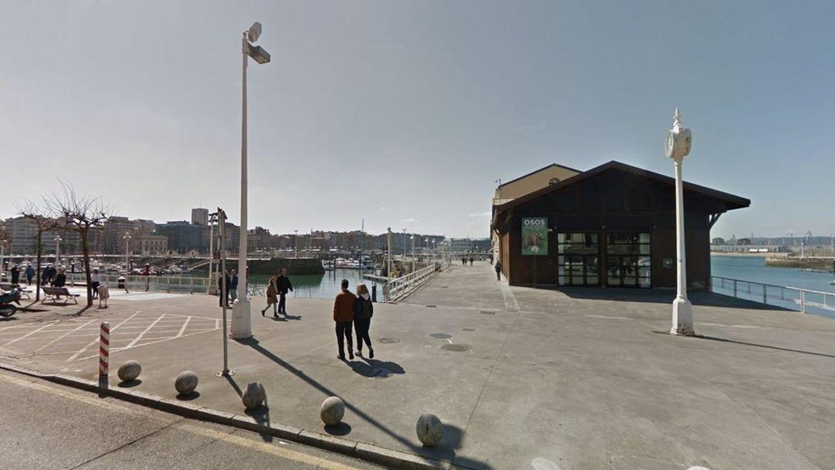 Rescatan un cadáver flotando frente al Puerto Deportivo de Gijón