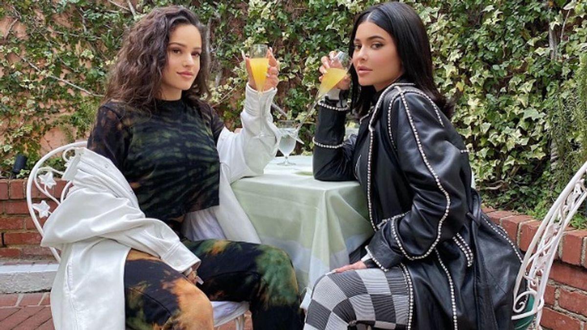 Rosalía y Kylie Jenner brindan por su amistad en California