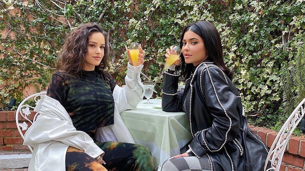 """""""Madre mía, Rosalía"""": la cantante y Kylie Jenner se mimetizan en su primer posado juntas"""