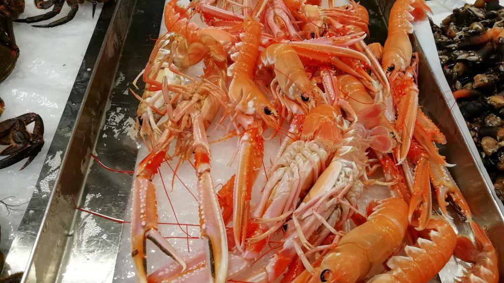 Sanidad alerta del peligro de chupar la cabeza de los crustáceos