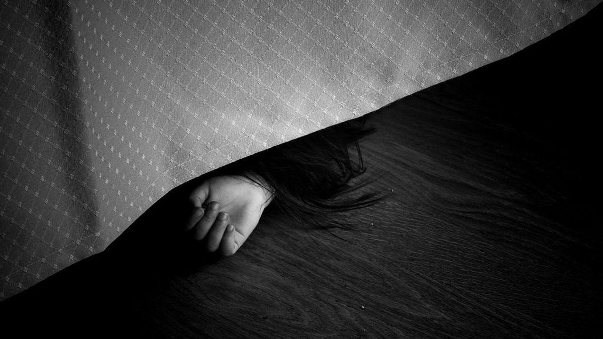 Una niña de nueve años salva la vida escondiéndose debajo de la cama después de que unos desconocidos mataran a toda su familia